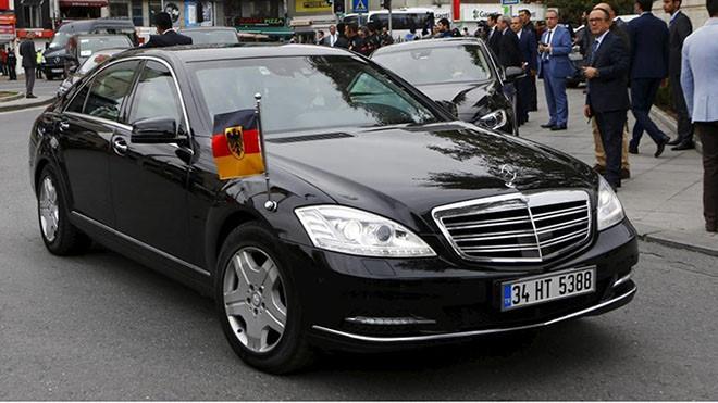 Mercedes-Benz-S-600-Canciller-alemana